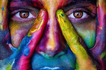 femme colorée d'encres végétales